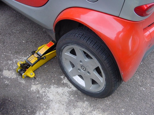 Replacing the rear wheel bearing